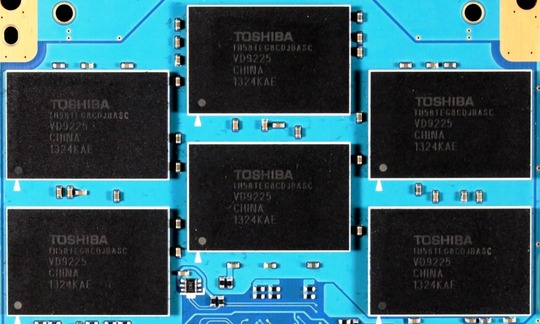 Toshiba-Q-Pro-SSD-PCB-Memory